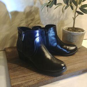 "Unisa ""Unpatsie"" Black Booties Size 6M"
